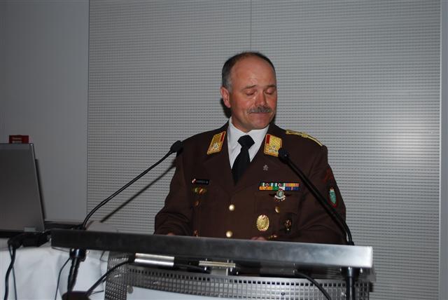 OBR Manfred Harrer berichtet über das Feuerwehrgeschehen im Jahr 2010